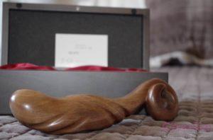 Read more about the article Sextoy de luxe en bois, ADAM par Idée du Desir