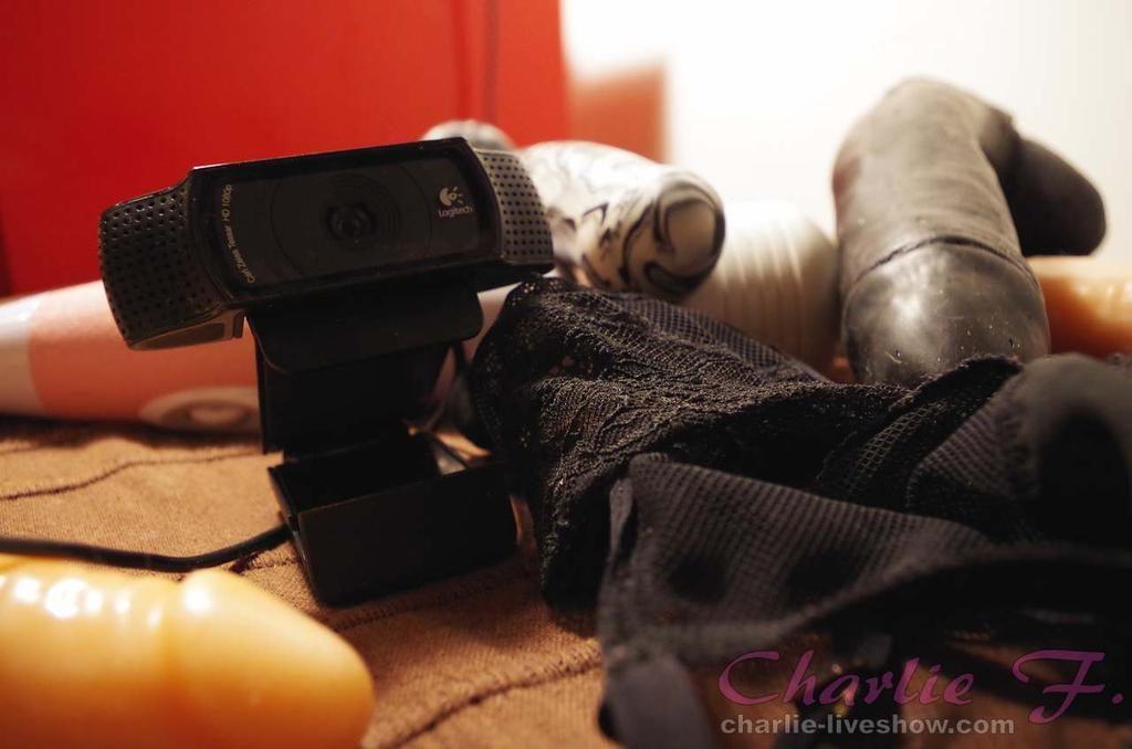 10 - kit-camgirl.jpg