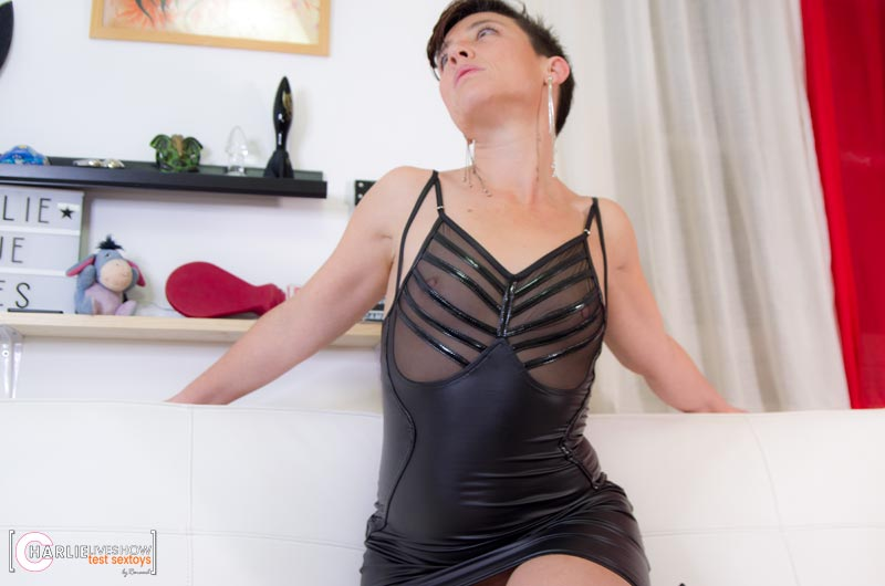 essayage-lingerie-noir-handmade