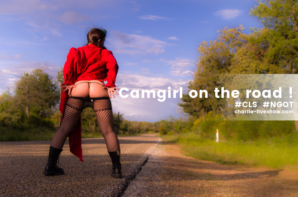 live-x-outdoor-camgirl-exhib
